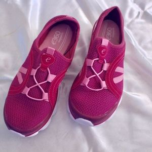 Easy Spirit pink shoes